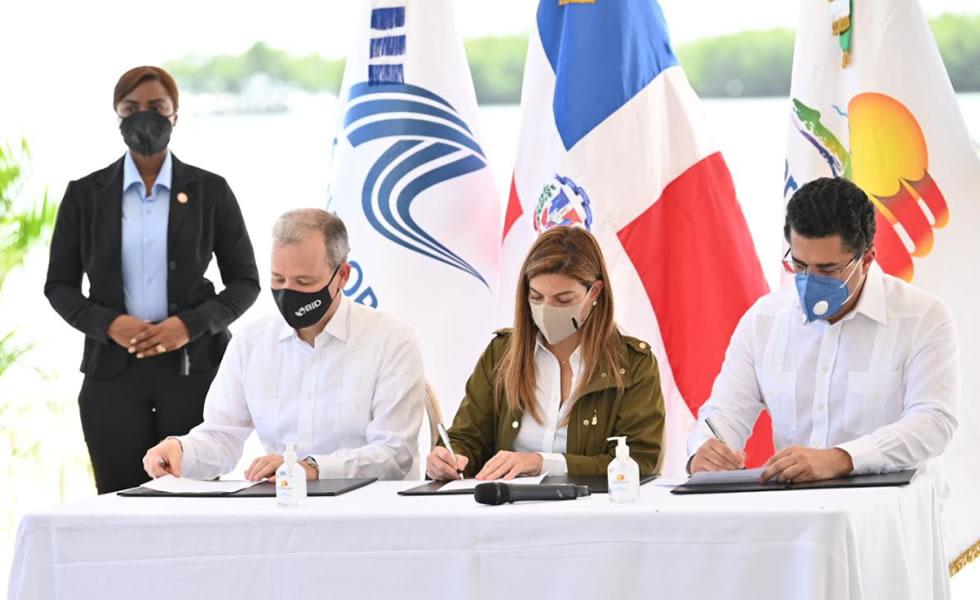 Firman acuerdos para recuperación de playas y costas y manejo del sargazo