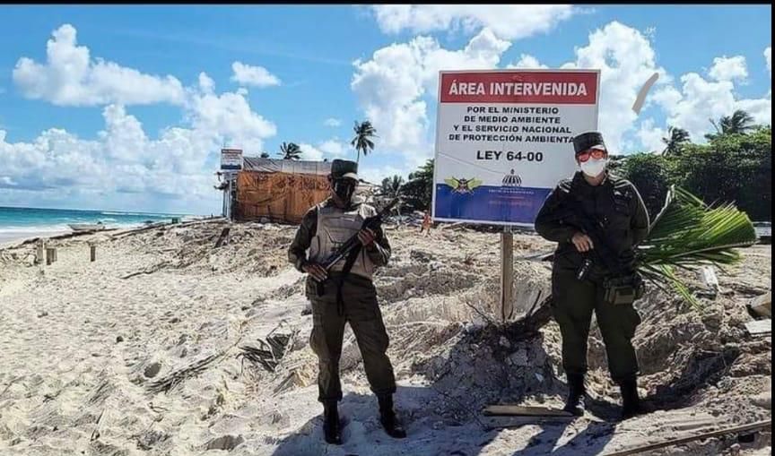 Medioambiente actúa contra ocupaciones ilegales en playas y áreas protegidas